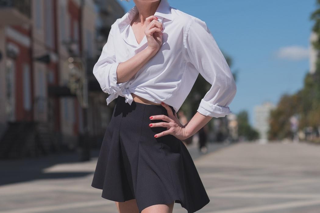 ¿Qué color de bra usar con blusa blanca?