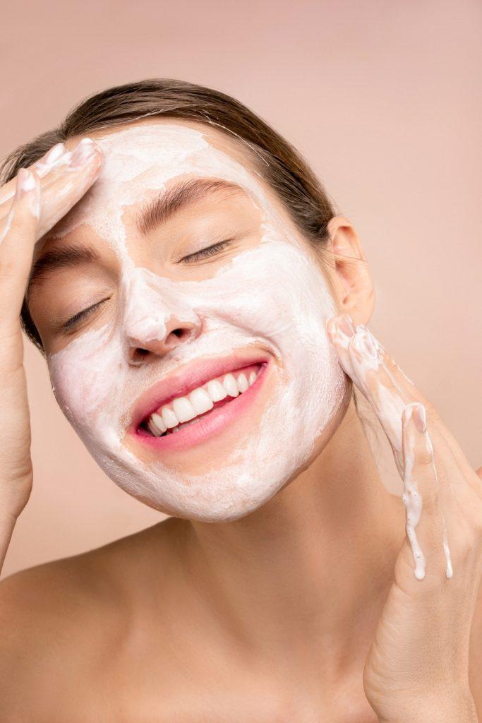 Cómo quitar la grasa de la cara